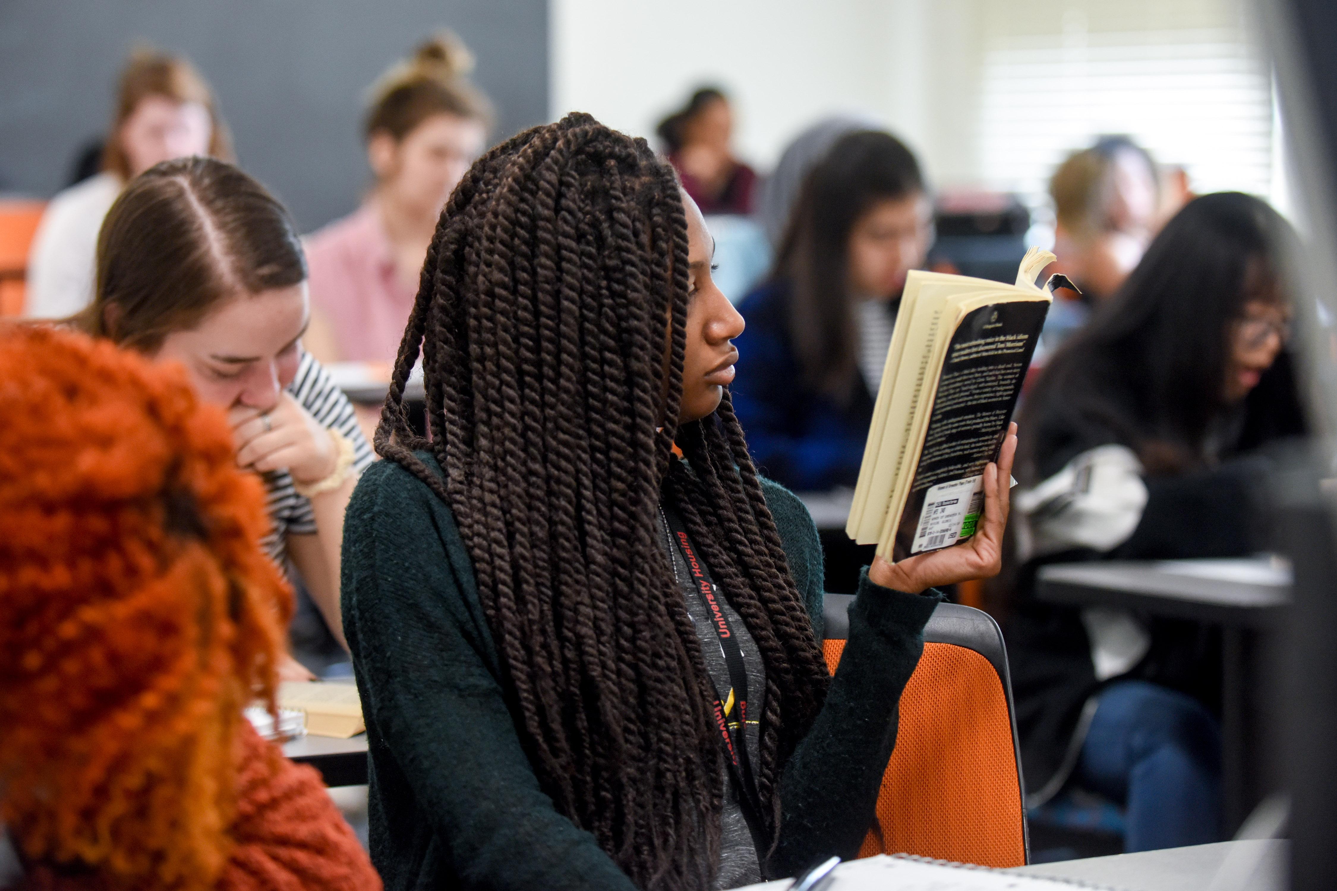https://cdn.chass.ncsu.edu/sites/english.chass.ncsu.edu/images/english-6227-dudley-students.jpg